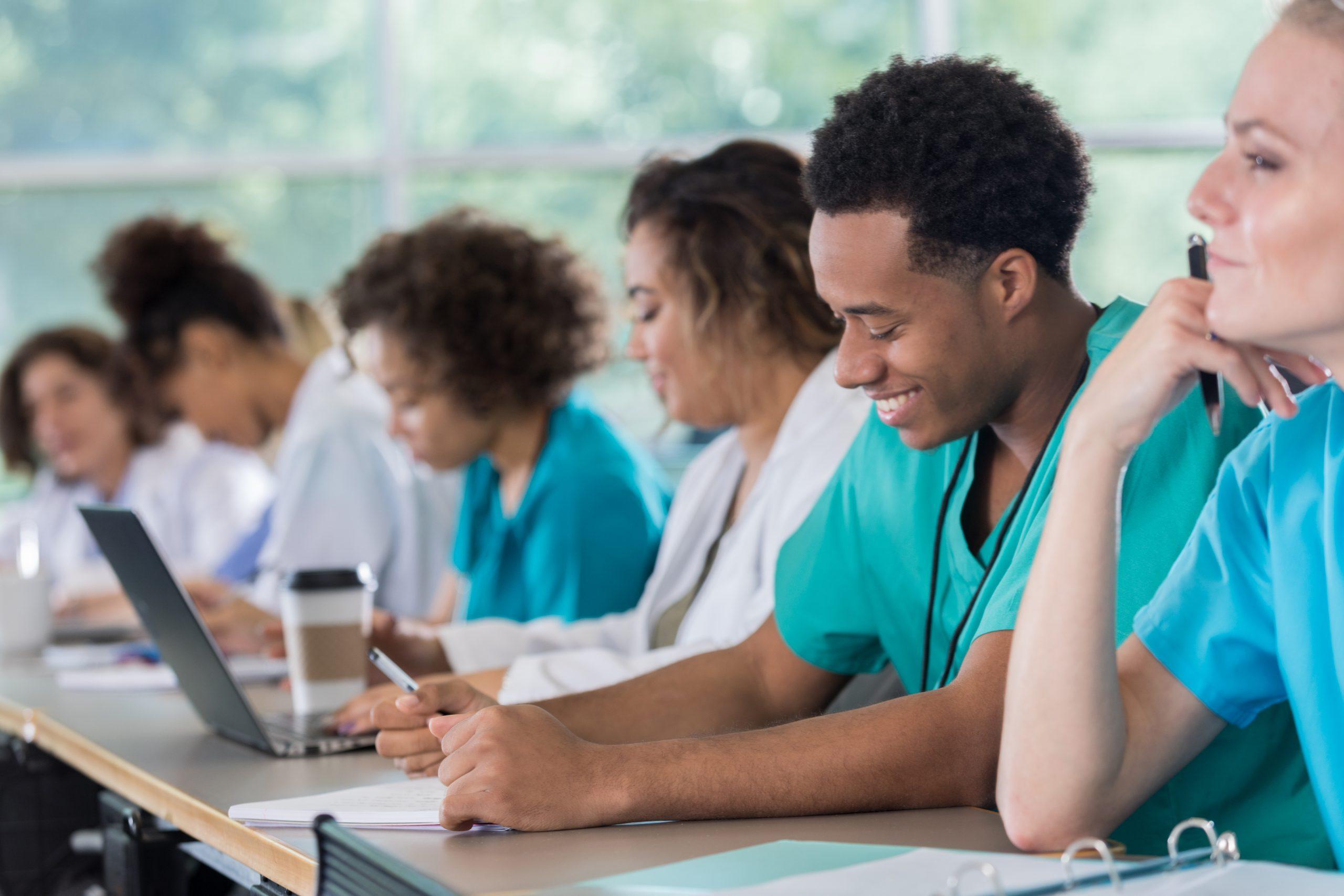 Weiterbildung im Gesundheitswesen: Warum ist 'lebenslanges Lernen' im Krankenhaus wichtig?
